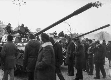 Gdansk Workers surround Tank Solidarnosc
