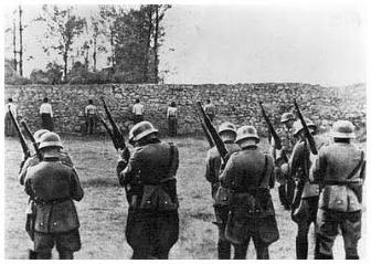 Nazis prepare to execute Polish partisans